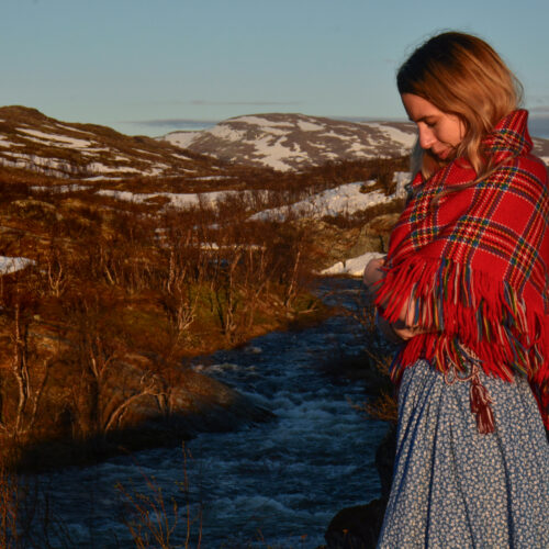 Woman in the mountains wearing a sami scarf
